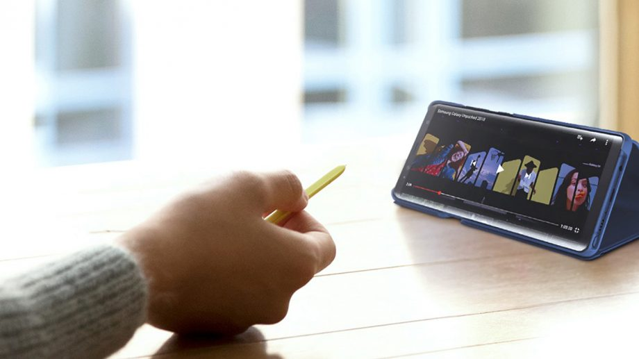 Samsung-Galaxy-Note-9-S-Pen-presentation-lifestyle